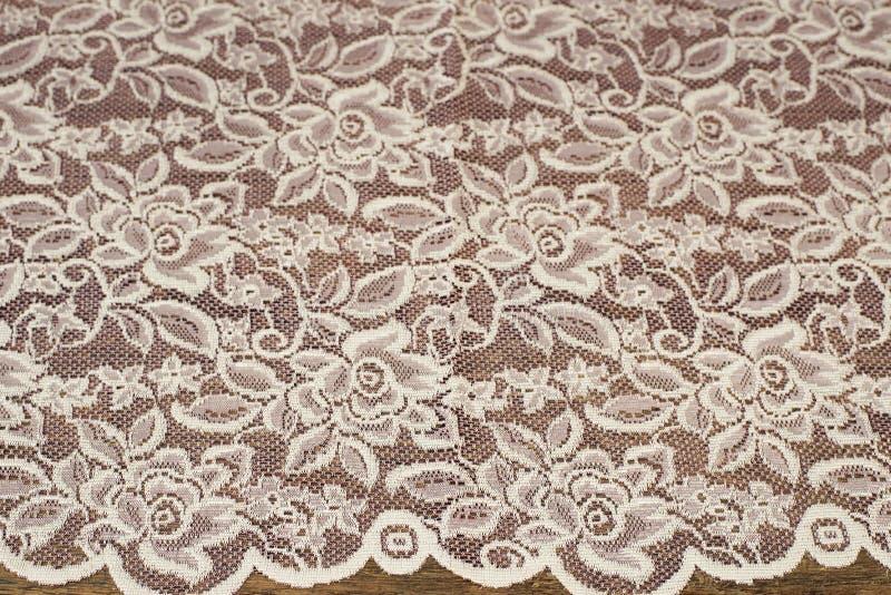 Закройте вверх красивого винтажного пурпура Тюль сирени Отвесный образец ткани занавесов Текстура, предпосылка, картина лестницы  стоковое фото rf