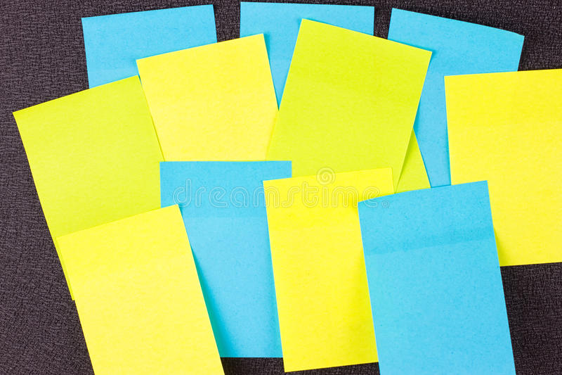 Закройте вверх красочных бумажных стикеров стоковые фотографии rf