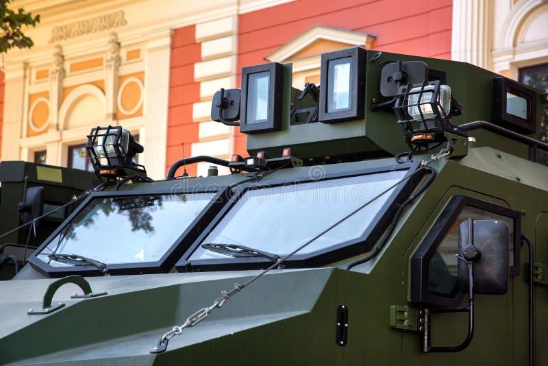Закройте вверх лобового стекла armored военного транспортного средства стоковое изображение