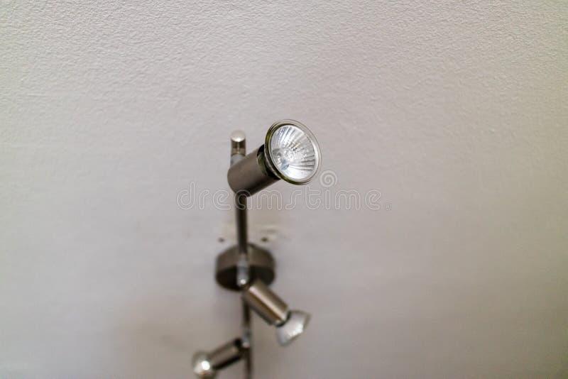 Закройте вверх на регулируемых потолочных лампах стоковое фото rf