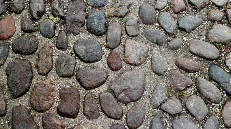 Закройте вверх на cobblestoned улице стоковые изображения