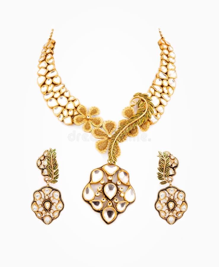 Закройте вверх ожерелья диаманта с кольцами уха стоковая фотография rf
