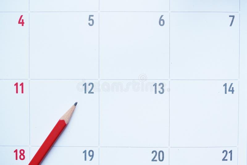 Закройте вверх организатора или календаря и красного карандаша стоковое фото rf