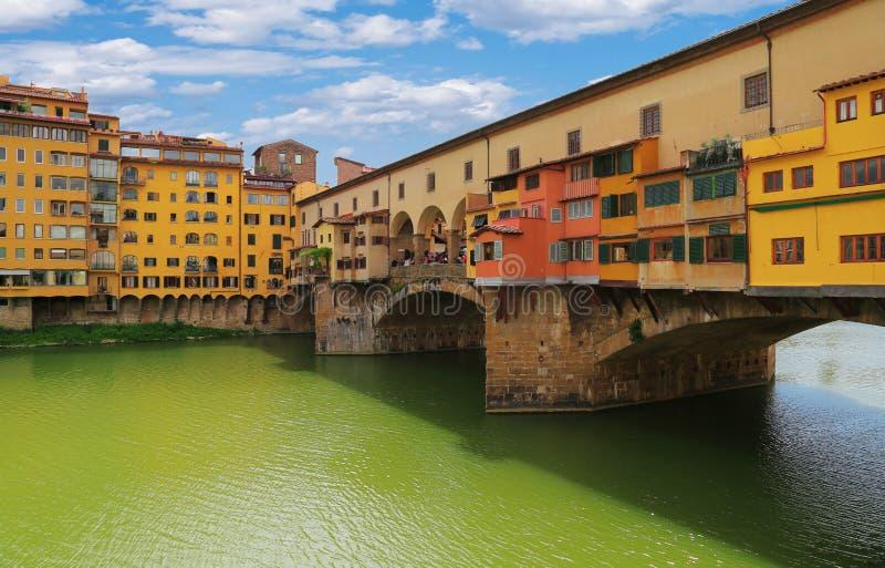 Закройте вверх по взгляду моста Ponte Vecchio в Флоренсе, Италии стоковая фотография rf