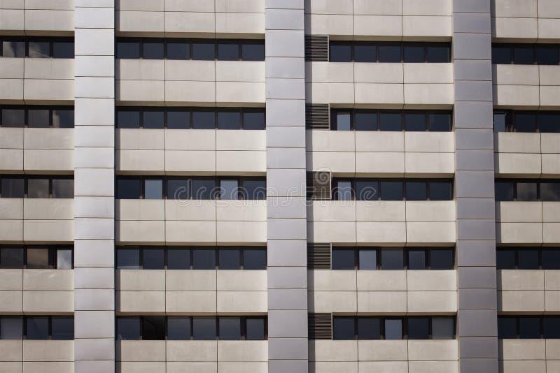 Закройте вверх по взгляду современного здания стоковое фото