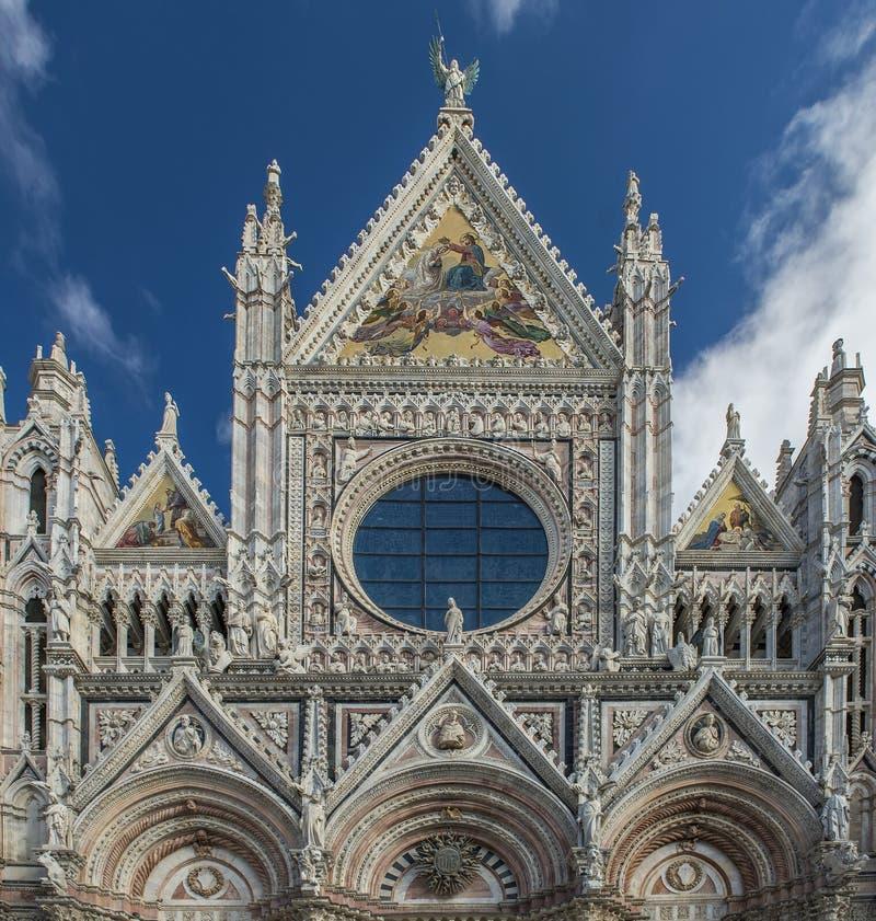 Закройте вверх по взгляду Santa Maria catedral в Сиене стоковая фотография rf