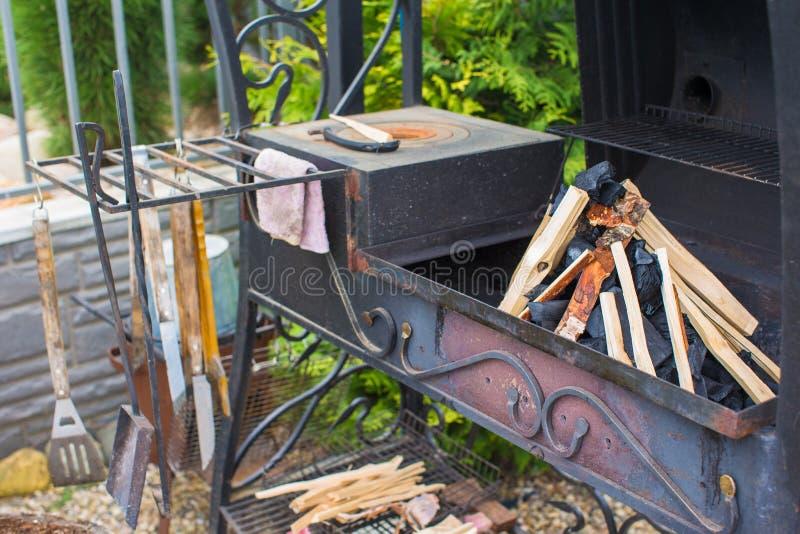 Download Закройте вверх по внешнему барбекю Стоковое Изображение - изображение насчитывающей blatting, пламенисто: 40586517