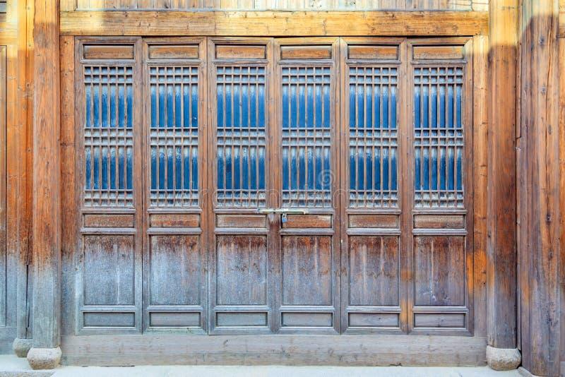 Закройте вверх по двери стиля традиционного китайския деревянной стоковые фото
