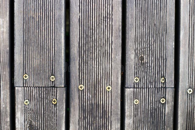 Закройте вверх по деревянной текстуре с винтами, предпосылке планки стоковое изображение rf