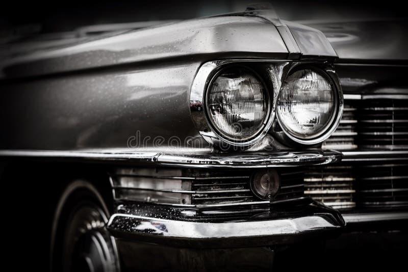 Закройте вверх по детали восстановленного классического американского автомобиля стоковые фотографии rf