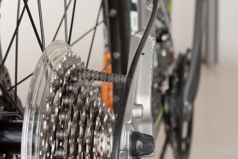 Закройте вверх по кассете велосипеда Montain 9 скоростей на заднем колесе велосипеда; st стоковое фото rf
