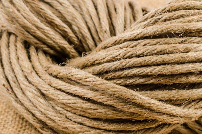 Закройте вверх по крену веревочки на ткани мешка стоковые изображения rf