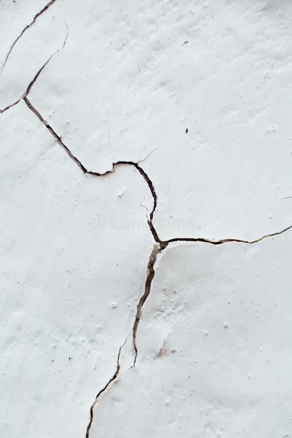 Закройте вверх по отказу текстуры краски шелушения Chipped белой, покрытого w стоковая фотография rf