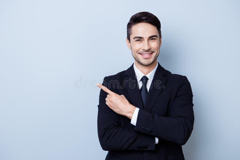 Закройте вверх по портрету молодого успешного brok фондовой биржи brunete стоковое фото rf