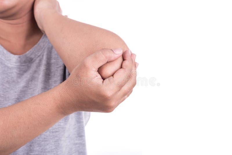 Закройте вверх по руке женщины держа ее локоть изолированный на белизне локоть стоковые изображения rf