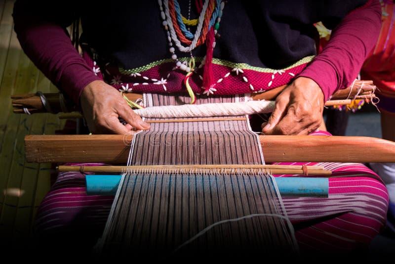 Закройте вверх по ручной работы соткать племени Карена стоковые фотографии rf