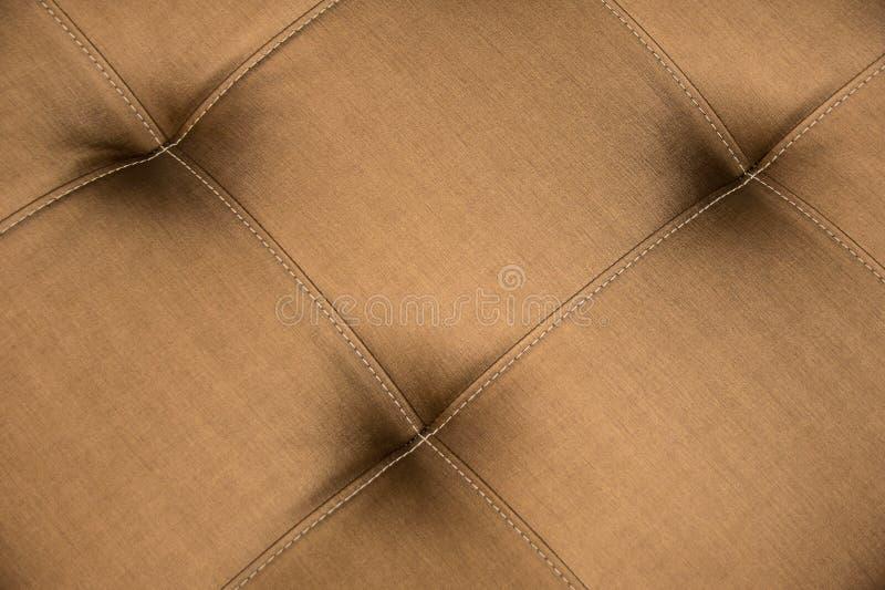 Закройте вверх по софе кожи Брайна для предпосылки конспекта текстуры стоковые изображения