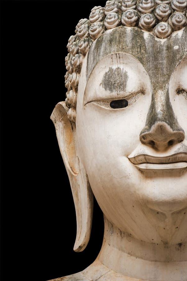 Закройте вверх по старой статуе Будды изолированной на черноте стоковая фотография