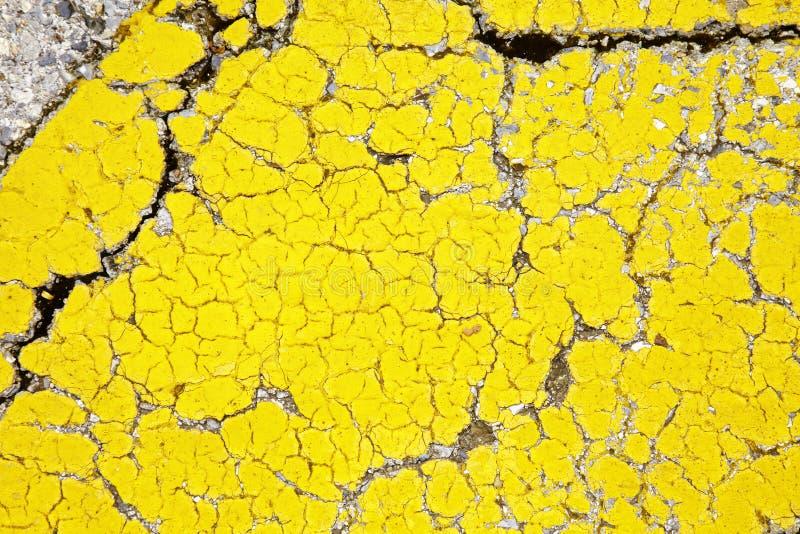 Закройте вверх по сломленному желтому полу стоковое изображение rf