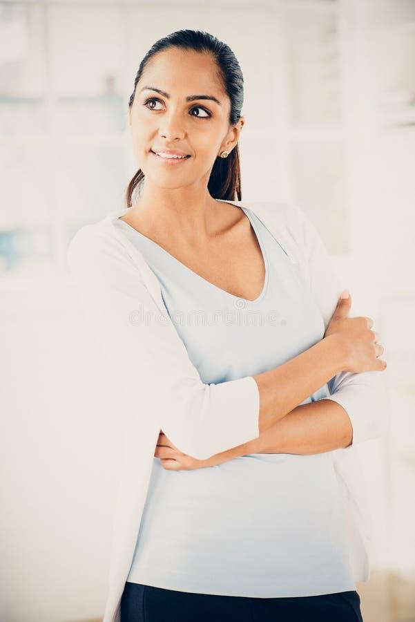 Закройте вверх по усмехаться женщины портрета красивый индийский стоковое фото rf