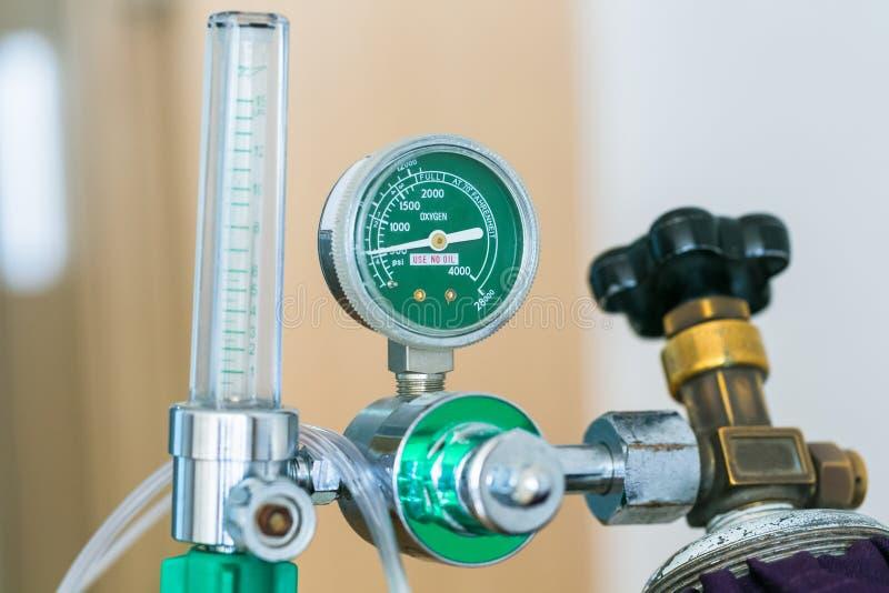 Download Закройте вверх по цилиндру кислорода в больнице Стоковое Фото - изображение насчитывающей давление, портативно: 81812488