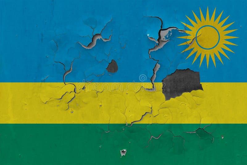 Закройте вверх по grungy, поврежденному и выдержанному флагу Руанды на стене слезая с краски для того чтобы увидеть внутри поверх иллюстрация вектора