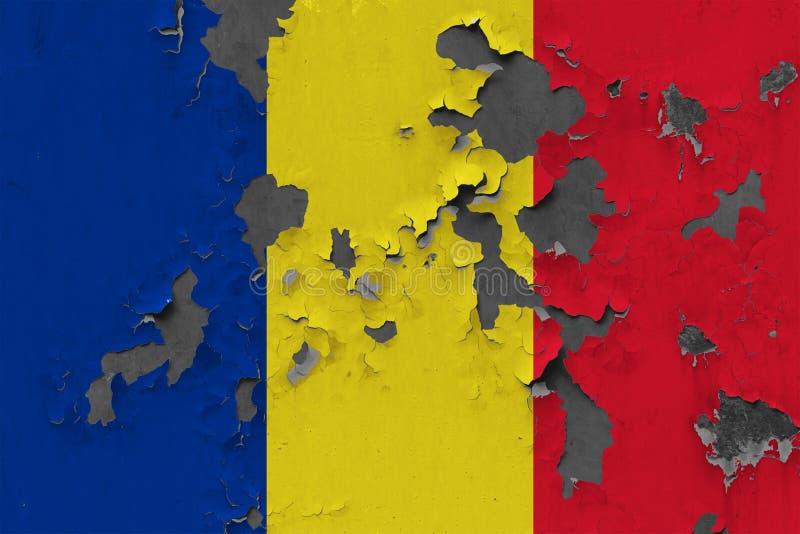 Закройте вверх по grungy, поврежденному и выдержанному флагу Румынии на стене слезая с краски для того чтобы увидеть внутри повер иллюстрация вектора