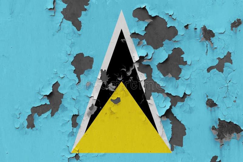 Закройте вверх по grungy, поврежденному и выдержанному флагу Сент-Люсия на стене слезая с краски для того чтобы увидеть внутри по иллюстрация вектора