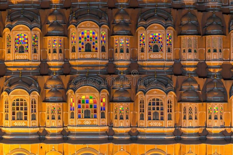 Закройте вверх по Hawa Mahal, дворцу ветров на ноче стоковое изображение