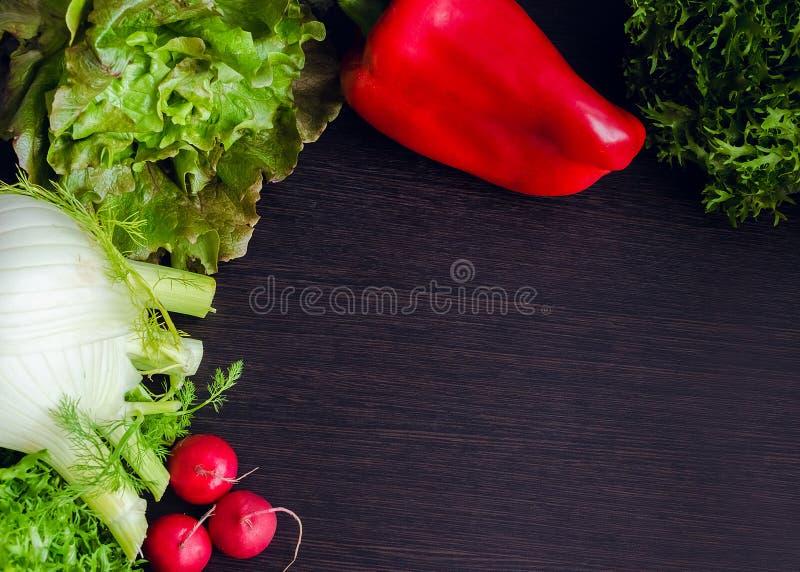 Закройте вверх различных красочных сырцовых овощей стоковая фотография