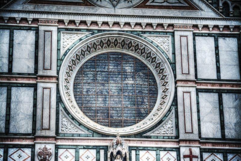 Закройте вверх розового окна в соборе Santa Croce в Флоренсе стоковое изображение