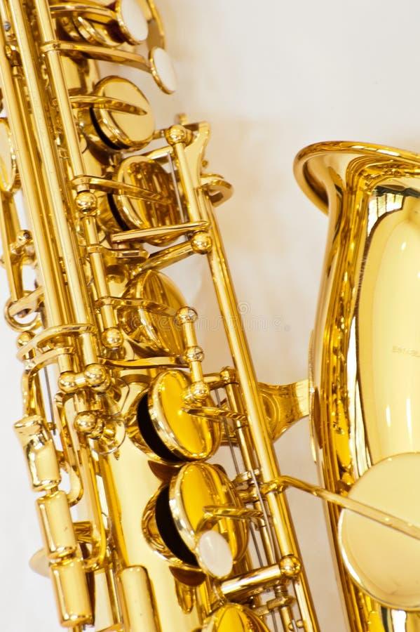 Закройте вверх саксофона альта понизьте отверстия для ключа стоковые изображения rf