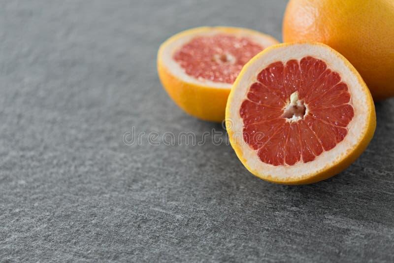 Закройте вверх свежих сочных грейпфрутов стоковое фото rf