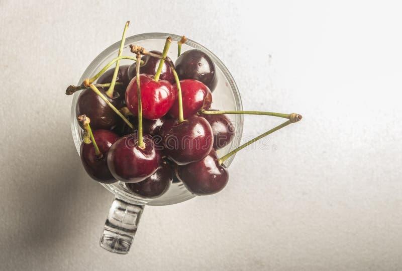 Закройте вверх свежих ягод вишни стоковое фото rf
