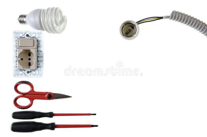 Закройте вверх сверху инструментов и компонентов работы для электрических установок, изолированных на белой предпосылке стоковое изображение rf