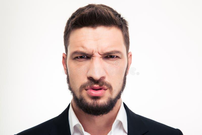 Закройте вверх сердитого раздражанного бородатого бизнесмена смотря камеру стоковое фото rf
