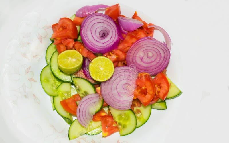 Закройте вверх смешанного изолированного салата овоща стоковые изображения