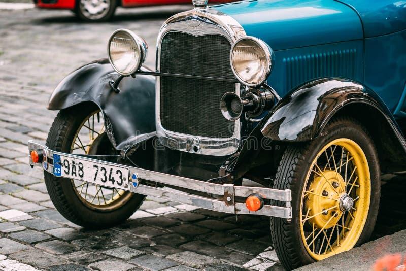 Закройте вверх старого винтажного голубого автомобиля Форда a стоковая фотография rf