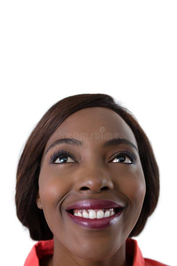 Закройте вверх счастливой женщины смотря вверх стоковая фотография
