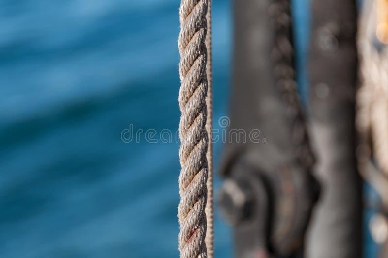 Закройте вверх текстурированной веревочки с водой на предпосылке стоковое изображение rf