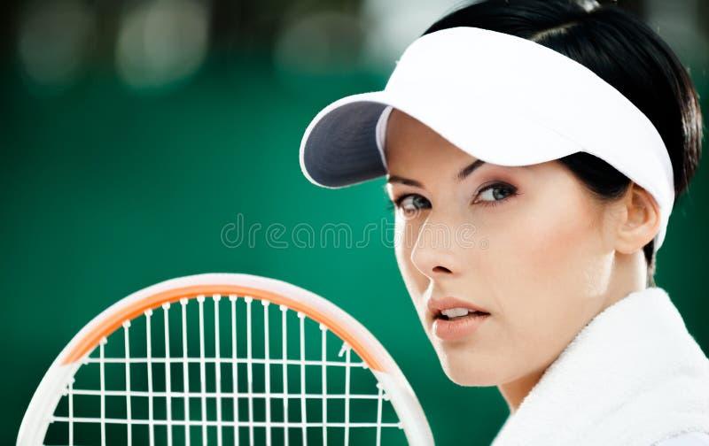Закройте вверх успешного женского теннисиста стоковая фотография rf