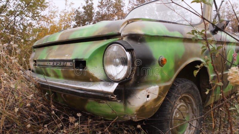 Закройте вверх фары oldtimer съемка Конец - вверх старой советской фары автомобиля разрушенная старая автомобиля Концепция  стоковые фотографии rf
