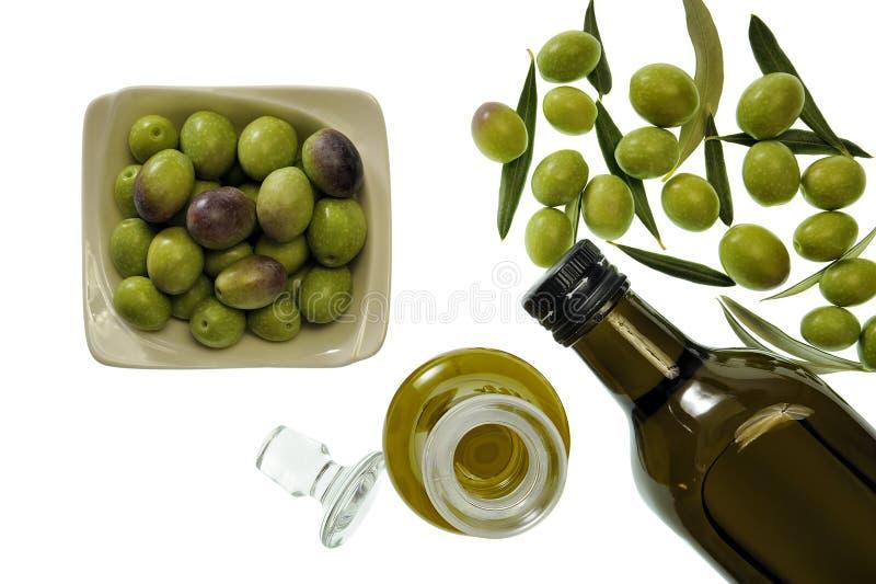 Закройте вверх шара прованского и дополнительного виргинского оливкового масла в бутылке стоковые изображения rf