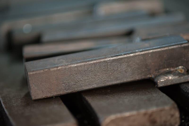 Закройте вверх штабелированных металлических пластин стоковое фото rf