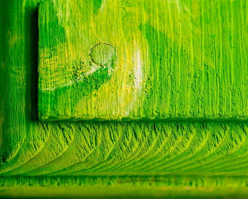 Закройте вверх яркого ого-зелен текстурированного деревянного конспекта стоковые фото