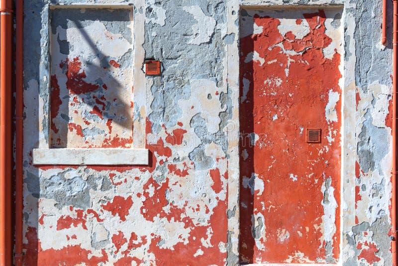 Закройте вверх яркой желтой стены на острове Burano около Венеции, Италии стоковое изображение rf