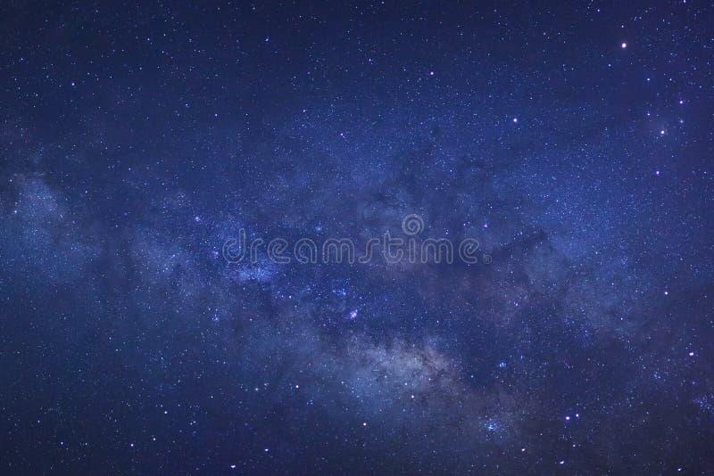 Закройте вверх ясно галактики млечного пути с звездами и пылью i космоса стоковое изображение rf