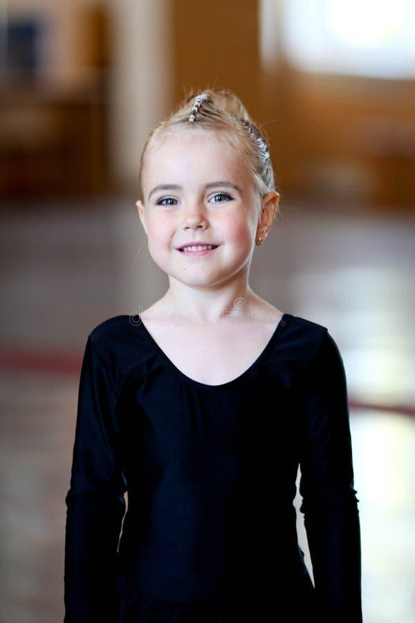 Закройте вверх biracial танцора ребенка стоковые фотографии rf
