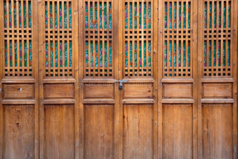 закрытая дверь деревянная стоковое изображение