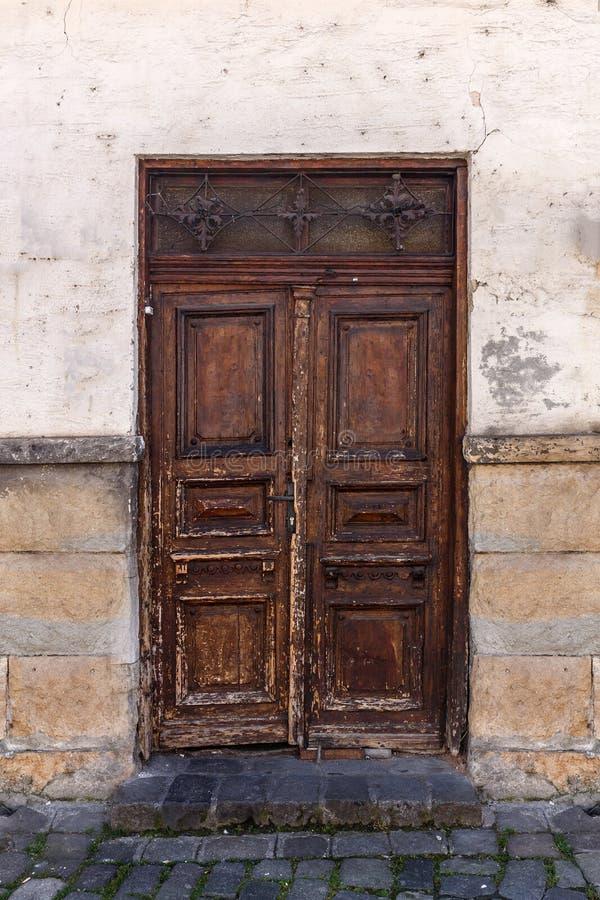 закрытая дверь деревянная стоковое изображение rf